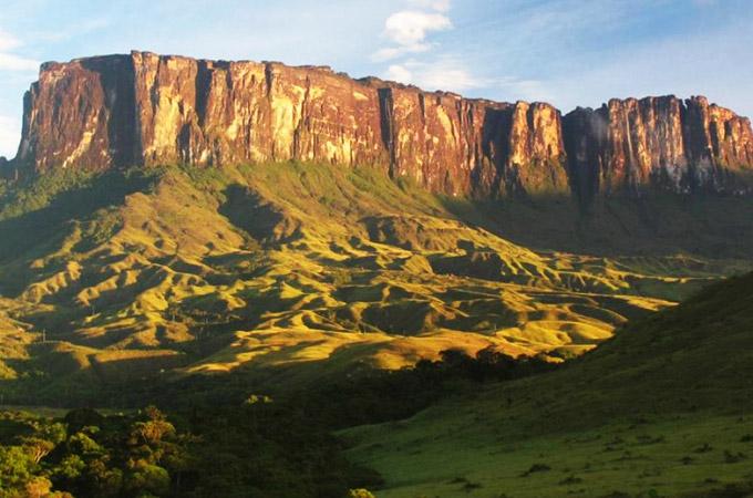 Monte Roraima, gigante solitário do cinema na divisa do Brasil